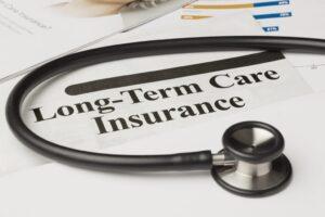 ¿Debo comprar un seguro de cuidados a largo plazo?